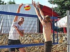 Zámecký park v Červených Pečkách byl opět středem pozornosti. Konal se zde turnaj v plážovém volejbale.