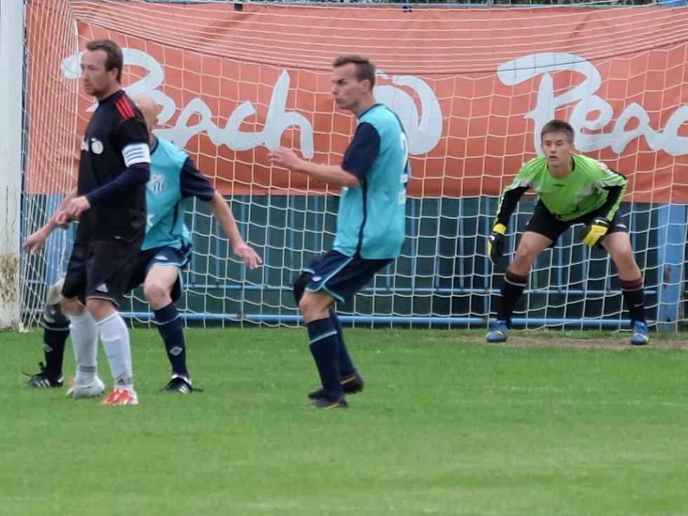 Z utkání Břežany II - Býchory (2:0).