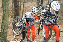 Jezdci kolínské stáje Remerx Cycling Team při tréninku na další díl Toi Toi cupu, který se pojede v Kolíně.