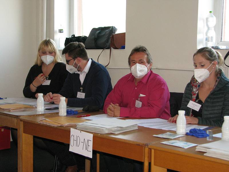 Parlamentní volby na zimním stadionu v Kolíně.