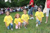 Tradicí se od loňska stalo setkání malých čtenářů s rytíři a dechovkou v rámci Kmochova Kolína.