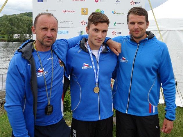 Sestava, která se mohla radovat ze zlatých medailí. Petr Fuksa (zleva), Martin Fuksa a reprezentační trenér Pavel Hottmar.