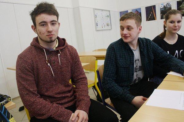 Skupina studentů Střední školy stavební vKolíně pátrá po osudech židovských dětí.