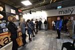 Z vernisáže výstavy studentských fotografií a grafických prací v Kině 99 v Kolíně.