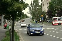 Křižovatka ulic Ovčárecká a Okružní.