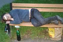 Bezdomovec v kolínské Masarykově ulici.
