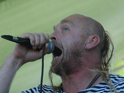 Zpěvák kapely Krucipüsk Tomáš Hájíček.