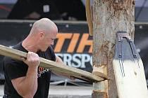 Aleš Svoboda na mistrovství republiky ve sportovním dřevorubectví