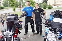 Motorkáři Vít Filip a Lukáš Stehlík jsou připraveni vyjet na trasu dlouhou sedm tisíc kilometrů.