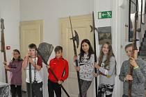 V rámci příměstského tábora Regionálního muzea v Kolíně se starší děti vypravily do časů králů a rytířů.