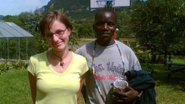 Lenka Hlavičková s Jerrym Mwaangou Muleyou.