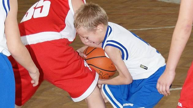 Z utkání mladších minižáků BC Kolín - Pečky.