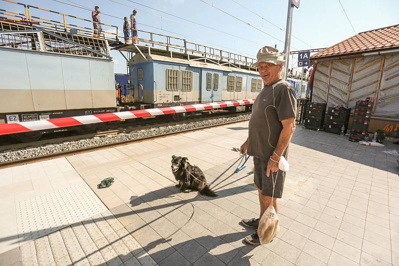 Práce na rekonstrukci železniční trati v Cerhenicích.