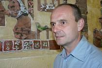 Milan Glanz si přišel prohlédnout školu, kde šest let učil matematiku a tělesnou výchovu.