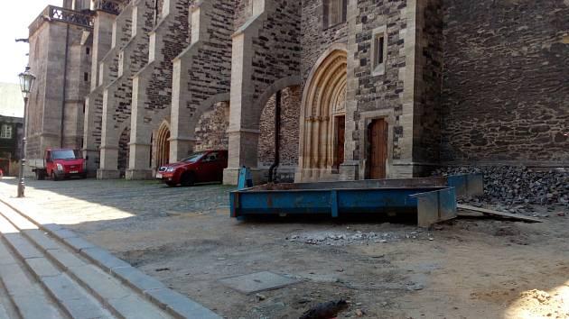 Rekonstrukce areálu chrámu sv. Bartoloměje v Kolíně.