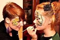Aneta Šebestiánová maluje na tělo i obličej