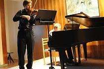 Skladba Deja vu v podání houslí a klavíru zazněla v Kolíně  poprvé