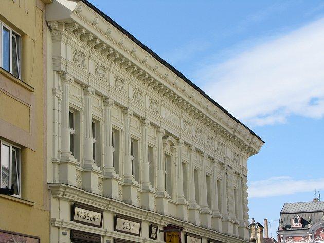 Do programu regenerace Městské památkové rezervace Kolín nově přibývá dům čp. 48 v Husově ulici, tedy rohový dům s Karlovým náměstím.