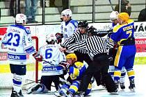 Kolínští hokejisté to v letošní sezoně proti Nymburku umí. V obou dosavadních zápasech dokázali vyhrát. Naposledy se radovali z vítězství 4:2.