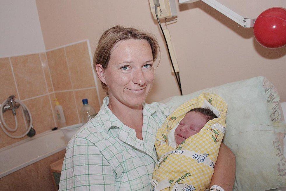 Veronice Strnadové a Ottovi Linkovi z Kutné Hory se 17. srpna 2010 narodil syn Adam Linek. Měřil 52 centimetrů a vážil 3540 gramů. Doma na něj čeká dvouletá sestra Deniska.