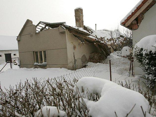 Propadnutá střecha domku Jana Bukače