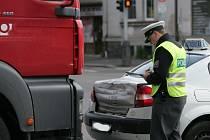 Do vozidla autoškoly narazil zezadu kamion. Kolín 3.6. 2009
