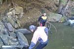 Vodáci čistili Vavřinecký potok