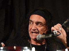 Rockoví fanoušci slavili ve společenském domě, přijeli bubeničtí bratři Appice
