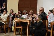Poslední setkání přátel Kmocha přineslo i konec kapely Sendražanka, loučení provázely slzy.