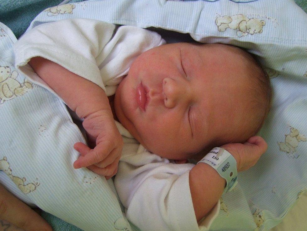 Alexandr Mogyoródi se narodil 12. února 2018. Po narození měřil 48 cm a vážil 3180 gramů. S maminkou Alexandrou, tatínkem Jaroslavem a sestřičkami Barborou (5) a Carmen Laurou (3) bude bydlet v Kolíně.