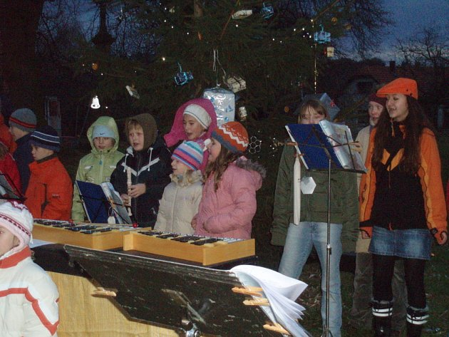 Rozsvěcení vánočního stromu ve Svatbíně