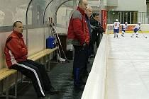 Trenér české ženské reprezentace Karel Manhart (uprostřed).