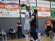 Z utkání BC Geosan Kolín - Opava (80:85).