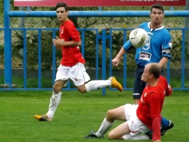 Z utkání Dobrovice B - Velim (5:0).