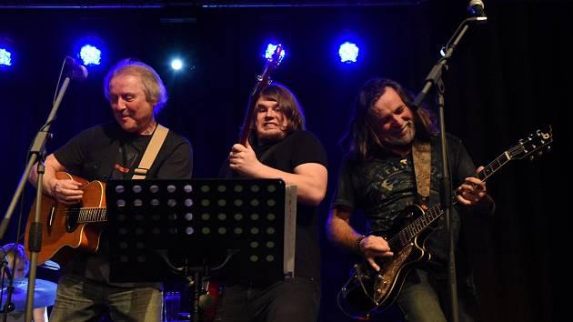 Z koncertu Luboše Pospíšila a jeho kapely 5P v Městském společenském domě v Kolíně.