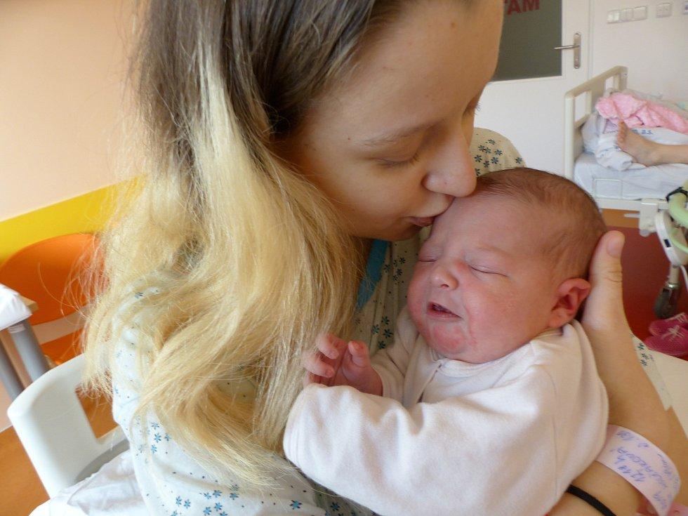 Natálie Holčáková se narodila 4. února 2019, vážila 3375 g a měřila 49 cm. V Českém Brodě bude bydlet s maminkou Monikou a tatínkem Jakubem.