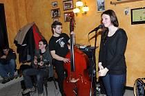 U Tří pírek hráli mladí muzikanti retro jazz