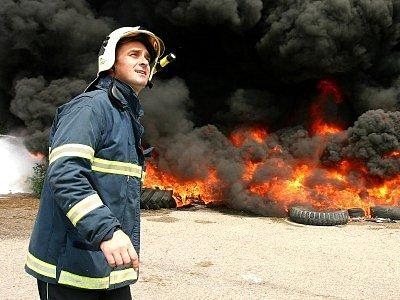 Dým z požáru pneumatik byl údajně vidět až na náměstí v Kutné Hoře. Členové hasičského záchranného sboru se snažili zabránit požáru přilehlého lesa.