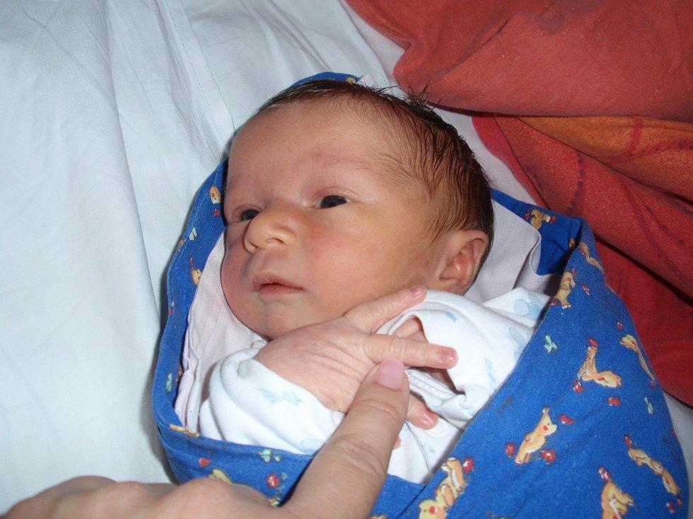 Daniel Chotěbor se narodil 4. října 2012 ve 3:01 hodin. Po narození měřil 50 centimetrů a vážil 3290 gramů. Maminka Alena Vitáčková a tatínek Zdeněk Chotěbor si prvorozeného syna odvezli do Dobřichova.