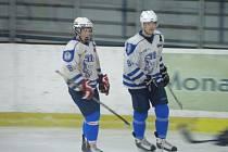 Kapitán kolínských juniorů Martin Vágner (vlevo) a jeho asistent David Šafránek (vpravo) se v obou utkáních postarali o mnoho důležitého.