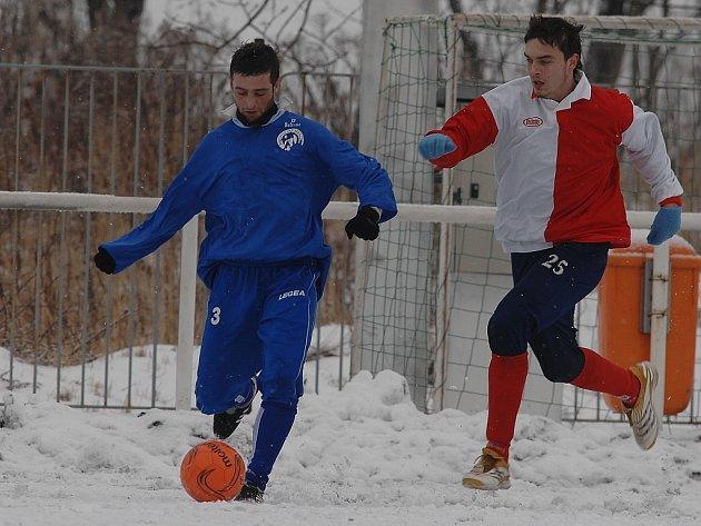 Z utkání zimního turnaje Velim - Čelákovice (3:2)