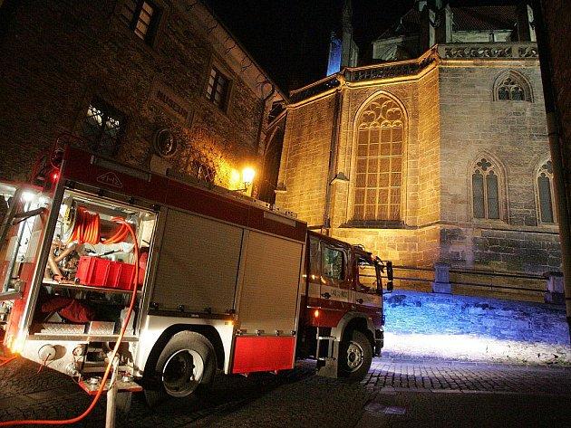 V blízkosti chrámu  museli zasahovat hasiči
