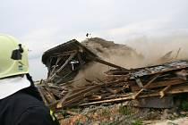 Domněnka, že pod sutinami zřícené střechy zůstaly děti, se naštěstí nepotvrdila