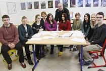 Skupina studentů Střední školy stavební v Kolíně pátrá po osudech židovských dětí.
