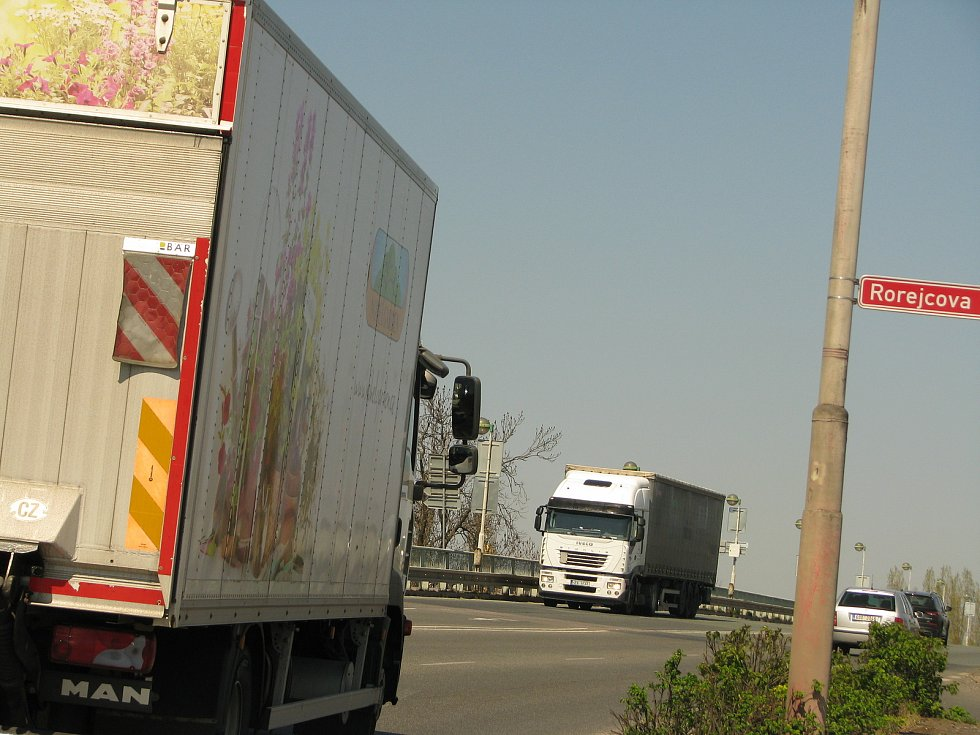 Nový most v Kolíně je jednou z nejdůležitějších dopravních tepen města.