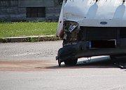 Dopravní nehoda dvou dodávek v Třídvorské ulici. 30. června
