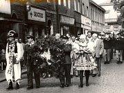 Kmochův Kolín je silnou tradicí a celosvětově uznávanou hudební akcí. Každoročně se sjíždí na Karlovo náměstí přes tisíc hudebníků. Snímek je z roku 1963.