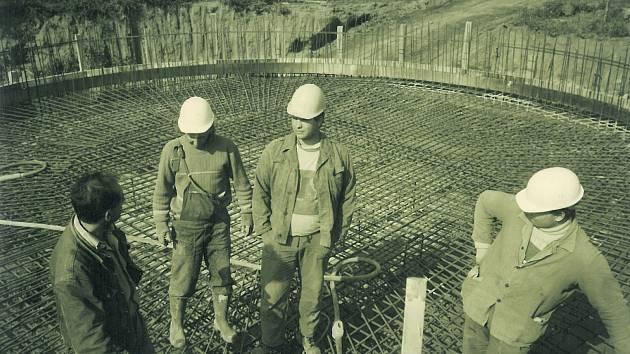 Z výstavby čistírny odpadních vod v Kolíně ve druhé polovině 90. let 20. století.