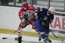 Z hokejového utkání 2. ligy Kolín - Pelhřimov 4:2.