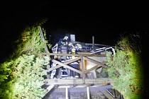 Noční požár chaty v rekreační osadě Havírna u Černých Voděrad.